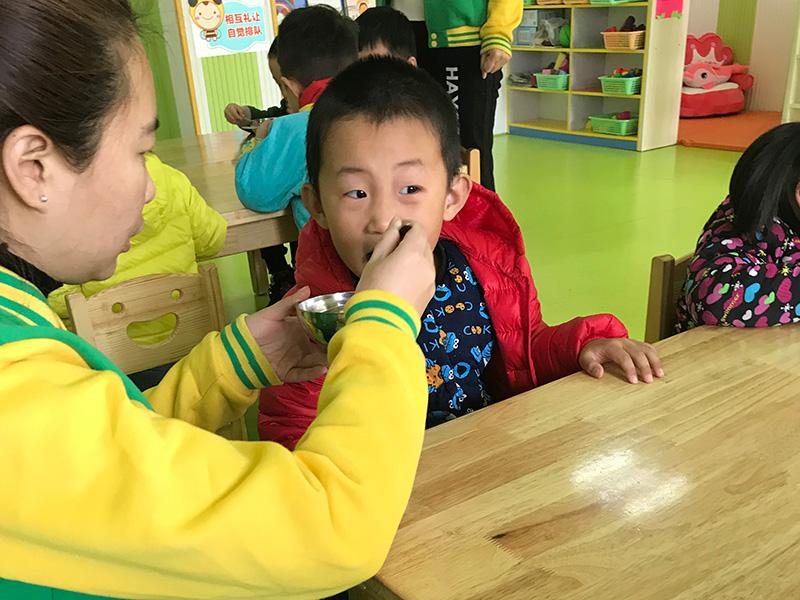 安丘國際幼兒園團隊活動
