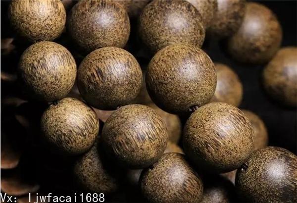 柬埔寨菩薩沉香也是沉香中聞名的品種,最大的特點是花香中伴有的濃郁的蜜甜香韻,若是奇楠種,還會帶有絲絲涼意。