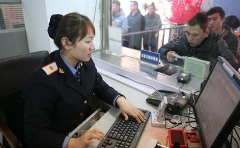 石家庄铁路学校刘冰倩同学在邯郸站售票
