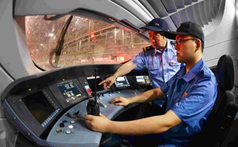 石家庄铁路学校毕业生驾驶动车