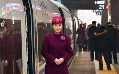 高铁学校培养高铁乘务员的礼仪原则