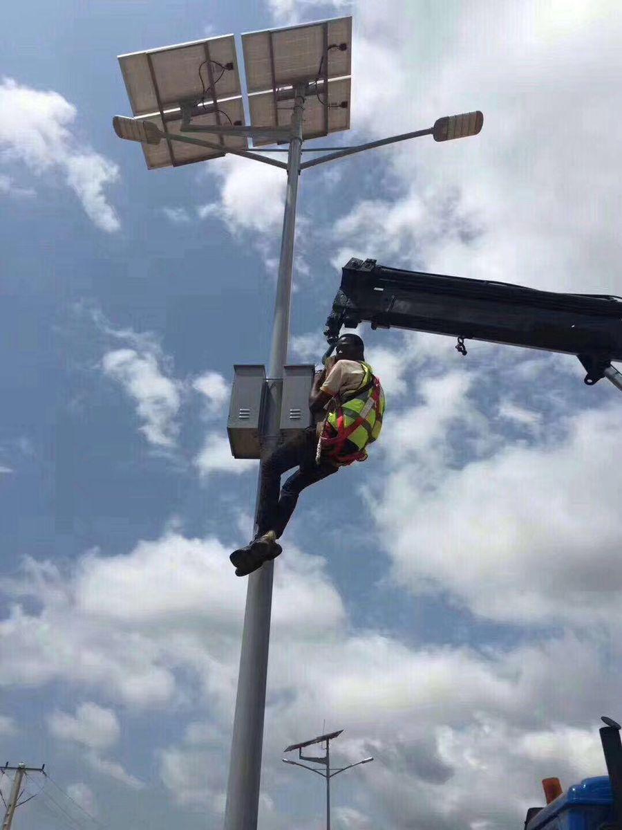 非洲太阳能路灯安装
