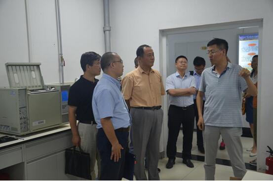 中国科学院重大科技任务局局长于英杰调研油气中心